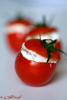 Tomates (cerises) farcies aux anchois et Carré frais