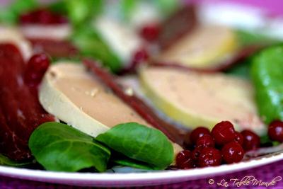 Salade de foie gras et magret aux airelles