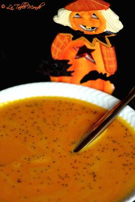 Soupe de carottes, mimolette et graines de pavot