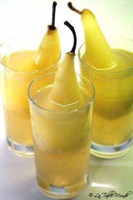 Poires pochées au vin blanc, miel et épices