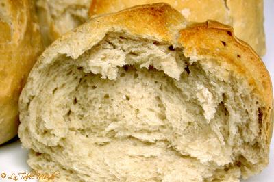 Petits pains au beaujolais nouveau