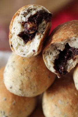 Petits pains aux graines de lin fourrés au chocolat aux noisettes