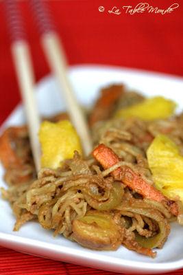 Nouilles chinoises sauce cacahuète et ananas